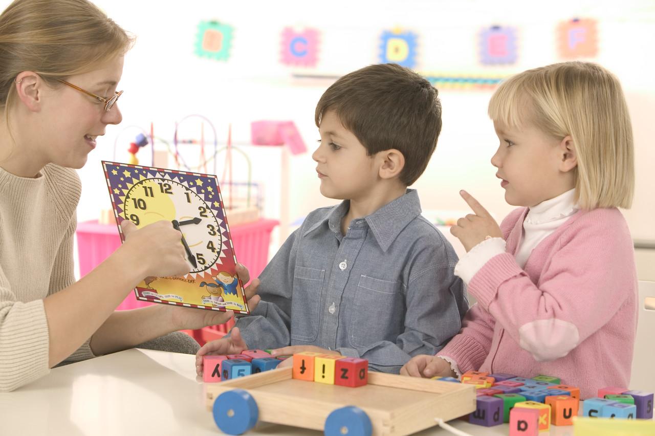 Resultado de imagen para enseñando al niño hablar